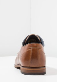 Pier One - LEATHER - Stringate eleganti - cognac