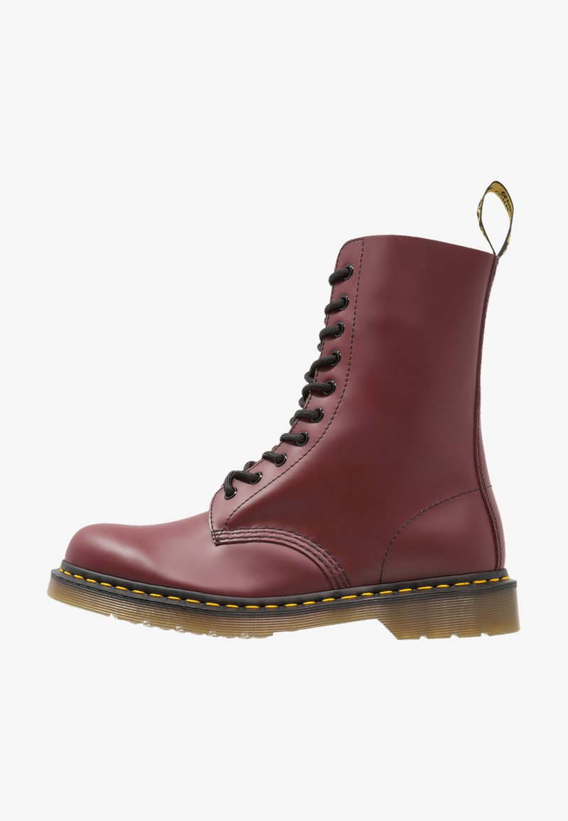 Dr. Martens - ORIGINALS 1490 10 EYE BOOT - Veterlaarzen - cherry red