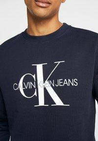 Calvin Klein Jeans - ICONIC MONOGRAM CREWNECK - Sweatshirt - night sky - 5
