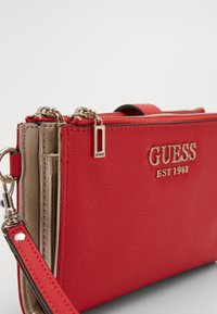 Guess - CHAIN ZIP ORGANIZER - Lommebok - red - 2
