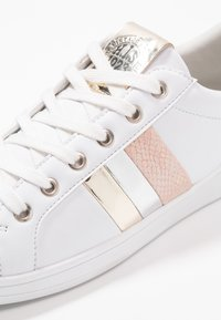 H.I.S - Sneakersy niskie - white/gold - 2
