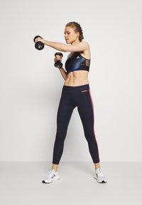 adidas Performance - Urheiluliivit: keskitason tuki - black/royblu/skytin - 1