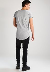 Tigha - MILO - T-shirt - bas - vintage silver grey - 2