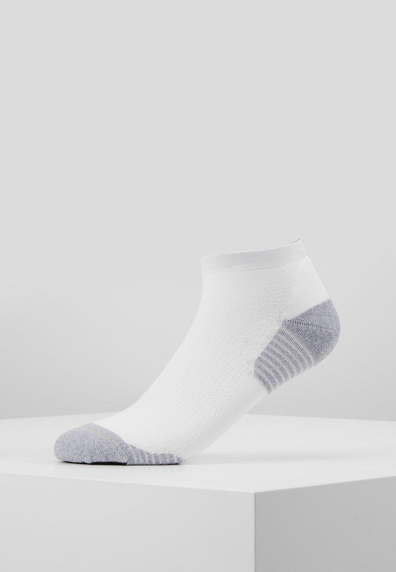 ASICS - ULTRA LIGHT QUARTER - Sports socks - brilliant white