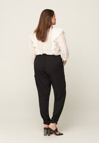 Zizzi - WITH POCKETS - Tracksuit bottoms - black - 1