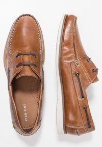 Pier One - Boat shoes - cognac - 1