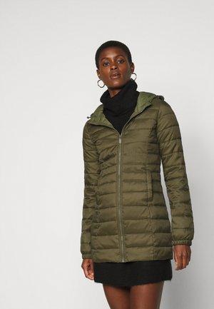 ONLNEWTAHOE QUILTED COAT  - Classic coat - beech