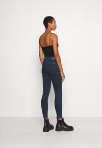 Calvin Klein Jeans - HIGH RISE SUPER SKINNY - Jeans Skinny Fit - dark blue denim - 2