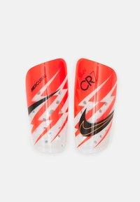 Nike Performance - CR7 MERC LT GRD UNISEX - Leggbeskyttere - bright crimson/total orange/black - 0