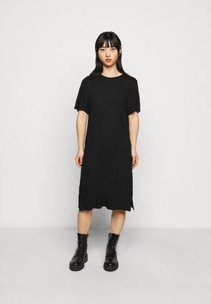 LILJA T SHIRT DRESS - Žerzejové šaty - black
