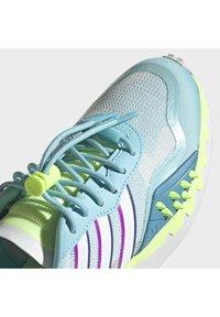 adidas Originals - CHOIGO RUNNER T&F RUN SHOES - Joggesko - blue - 6