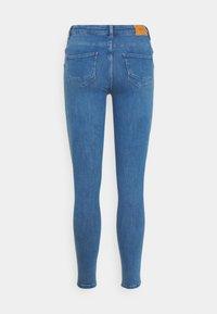 ONLY - ONLPOWER MID PUSH UP  - Jeans Skinny - light medium blue denim - 6