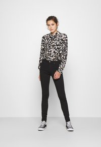 ONLY - ONLFOREVER LIFE - Jeans Skinny Fit - black denim - 1