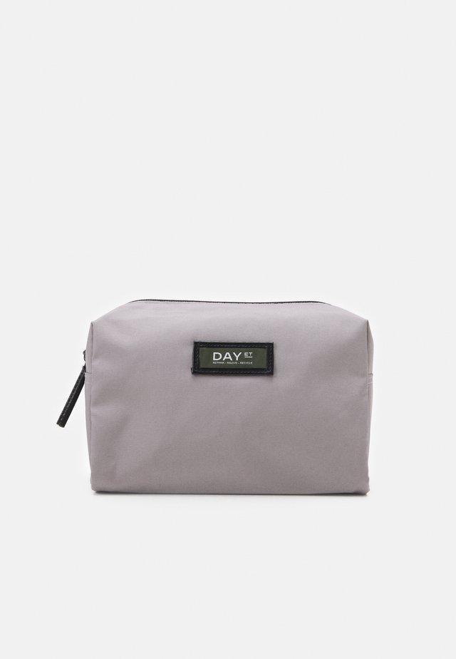 GWENETH BEAUTY - Kosmetická taška - antarctica