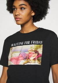 Even&Odd - CLARE WAITING FOR FRIDAY - Print T-shirt - black - 4
