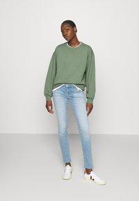 Abercrombie & Fitch - CREW - Sweatshirt - green - 1