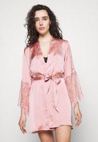 Hunkemöller - KIMONO - Dressing gown - rose tan - 0