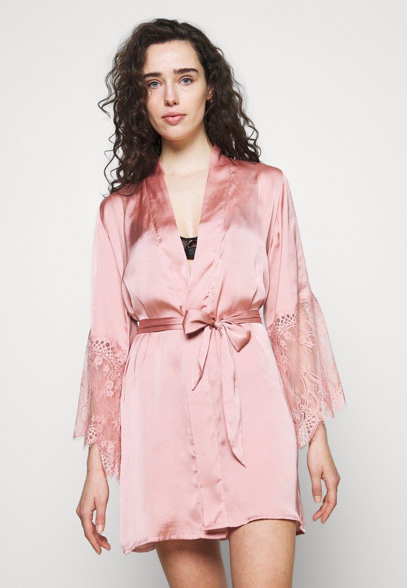 Hunkemöller - KIMONO - Dressing gown - rose tan