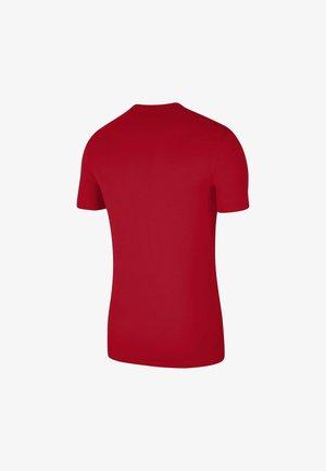 M NSW SS TEE BTS FUTURA - Print T-shirt - university red