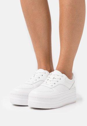 PLATFORM BASEBALL TRAINERS - Sneakers laag - white