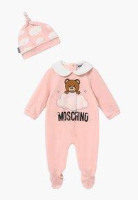 MOSCHINO - BABYGROW HAT GIFT SET UNISEX - Bonnet - sugar rose - 0