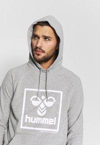 Hummel - HMLISAM HOODIE - Hættetrøjer - grey melange - 3
