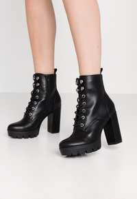Bullboxer - Kotníková obuv na vysokém podpatku - black - 0