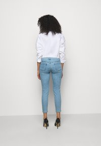 J Brand - MID RISE CROP - Jeans Skinny Fit - domina - 2