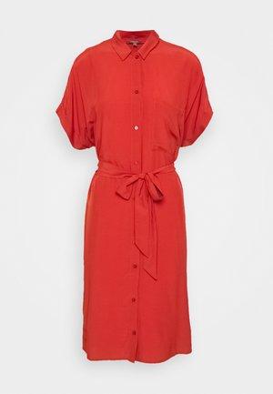 SLITS - Robe chemise - red