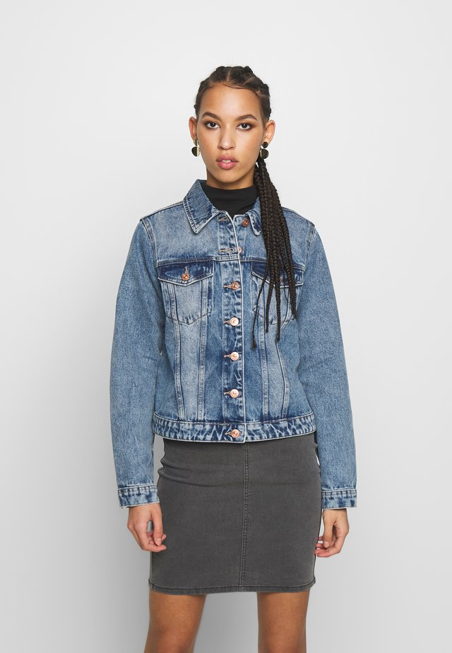 PCLOU JACKET - Kurtka jeansowa - light blue denim