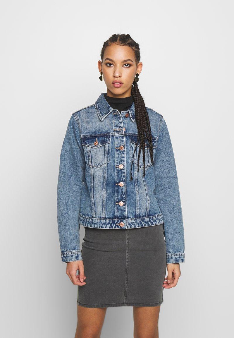 Pieces - PCLOU JACKET - Denim jacket - light blue denim