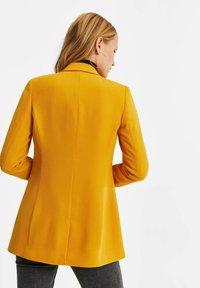 WE Fashion - MET STRUCTUUR - Blazere - ochre yellow - 2
