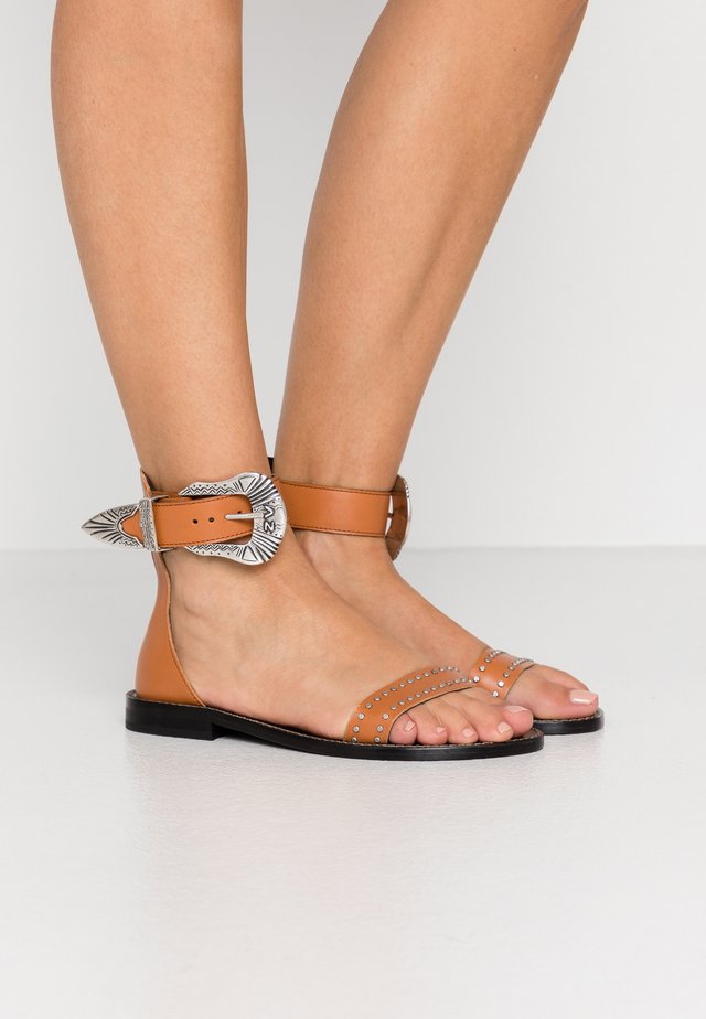 EVER VEGETAL - Sandals - tan