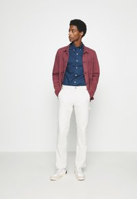 GAP - WORKERS PANT - Trousers - off-white - 1