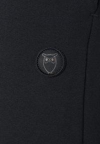 KnowledgeCotton Apparel - TEAK PANTS  GOTS VEGAN - Tracksuit bottoms - black jet - 2