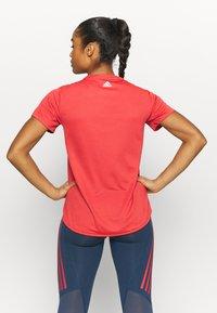 adidas Performance - LOGO TEE - T-shirts med print - crew red/white - 2