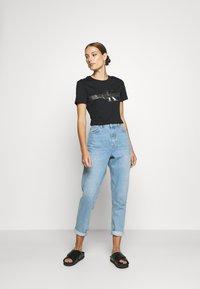 Calvin Klein Jeans - METALLIC SLIM TEE - Print T-shirt - black beauty - 1
