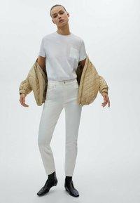 Massimo Dutti - MIT HOHEM BUND - Trousers - white - 0