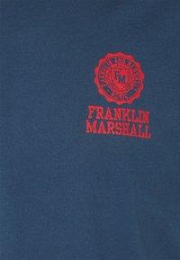 Franklin & Marshall - Triko spotiskem - navy - 2