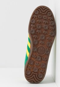 adidas Originals - GAZELLE INDOOR - Sneakers laag - green/yellow - 4