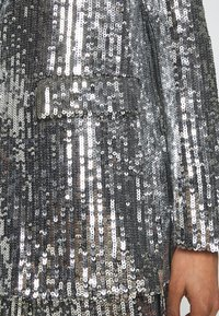 NA-KD - OVERSIZED SEQUIN - Short coat - silver - 5