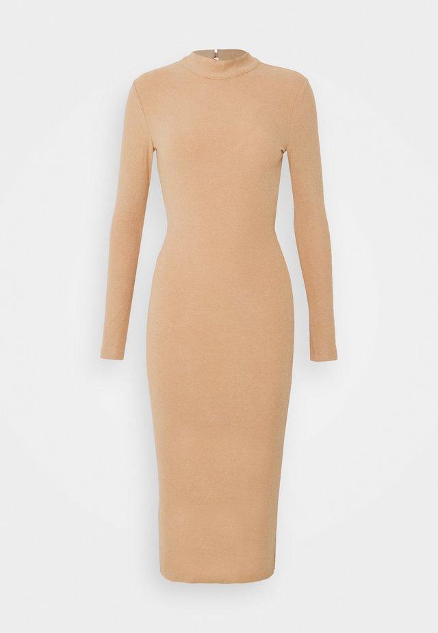HUTTON DRESS - Abito in maglia - nude