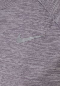 Nike Performance - PACER CREW - Funktionströja - amethyst smoke heather/reflective silver - 2