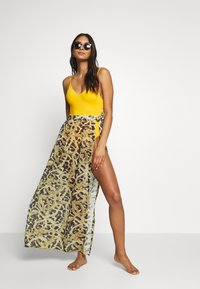 Wolf & Whistle - TIGER AND CHAIN ANIMAL BEACH SKIRT - Complementos de playa - brown - 1