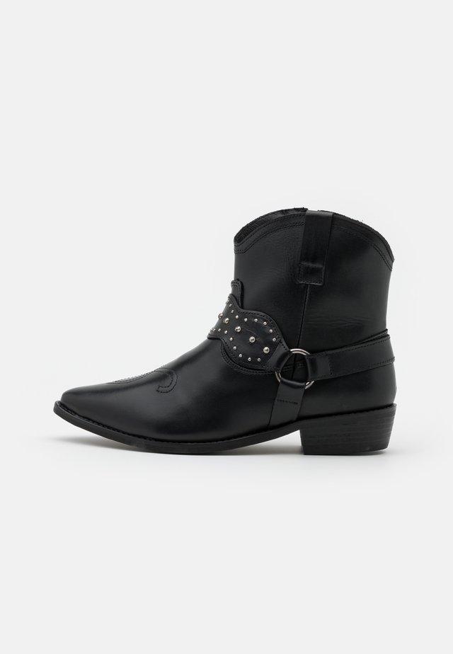 BOOTS - Botki kowbojki i motocyklowe - black
