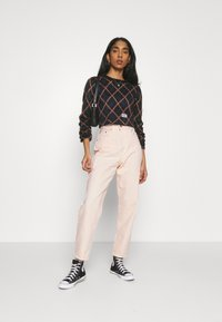 Levi's® - HIGH LOOSE TAPER - Jeansy Relaxed Fit - off-white - 1