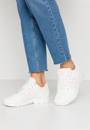 ZX FLUX - Sneakers - white/clear pink/core black