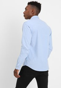 Scotch & Soda - REGULAR FIT OXFORD SHIRT WITH STRETCH - Overhemd - blue - 2