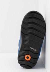 Bogs - CLASSIC BIG GEO - Winter boots - blue/multicolor - 4