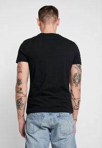 Calvin Klein Jeans - INSTITUTIONAL LOGO SLIM TEE - Print T-shirt - black